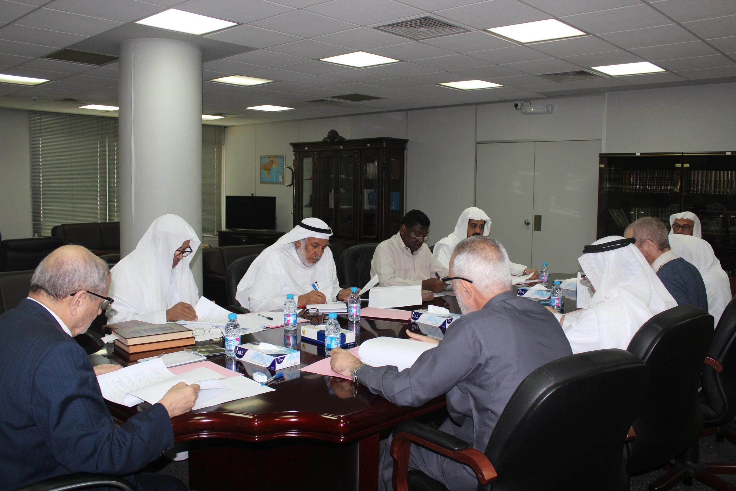 اللجنة العلمية تعقد اجتماعها برئاسة أمين المجمع