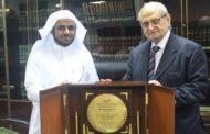 أمين مجمع الفقه الإسلامي الدولي يستقبل وفداً من طلاب مرحلة الدكتوراه في جامعة أم القرى